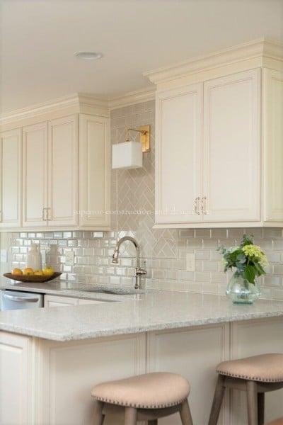 superior-construction-design-mt-juliet-tn-kitchen-sconce-400x600