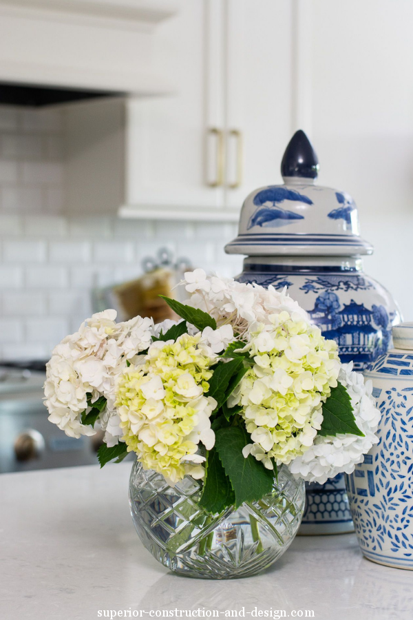 Superior construction and design Lebanon, TN chinoiserie and flowers in a crystal vase